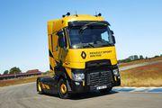 Un camion badgé Renault Sport en série limitée