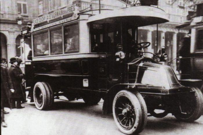 Les premiers autobus 1906-1955